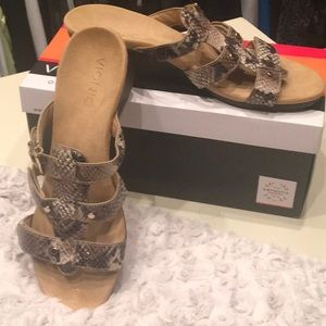 New Vionic Wedge Sandals
